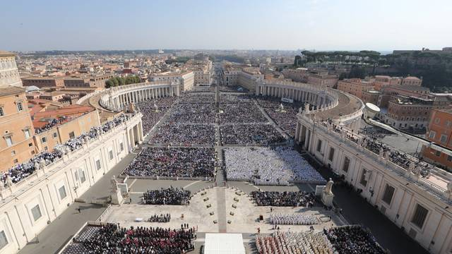 General view of Pope Francis leading a Mass for the canonisation of the Pope Paul VI and El Salvador's Archbishop Oscar Romero at the Vatican