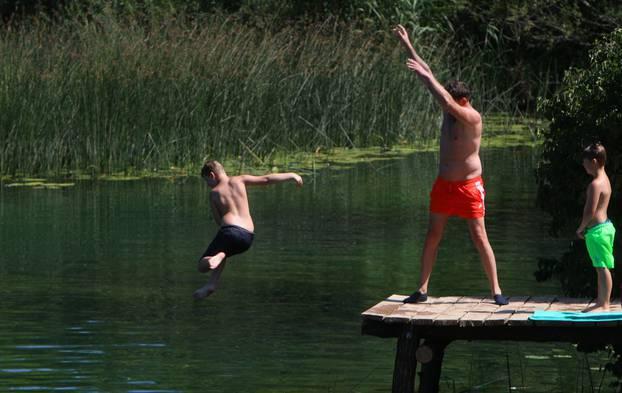 Duga Resa: Spas od ljetnih vrućina mnogi su potražili u Mrežnici