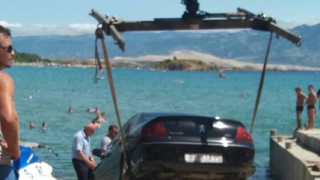 Zaboravio potegnuti ručnu: Na Rabu se sudarili auto i jet-ski