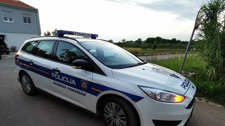 Priveli kradljivicu: Provalila u Renault, ukrala akumulator i alat, a iz crkve ukrala mobitel