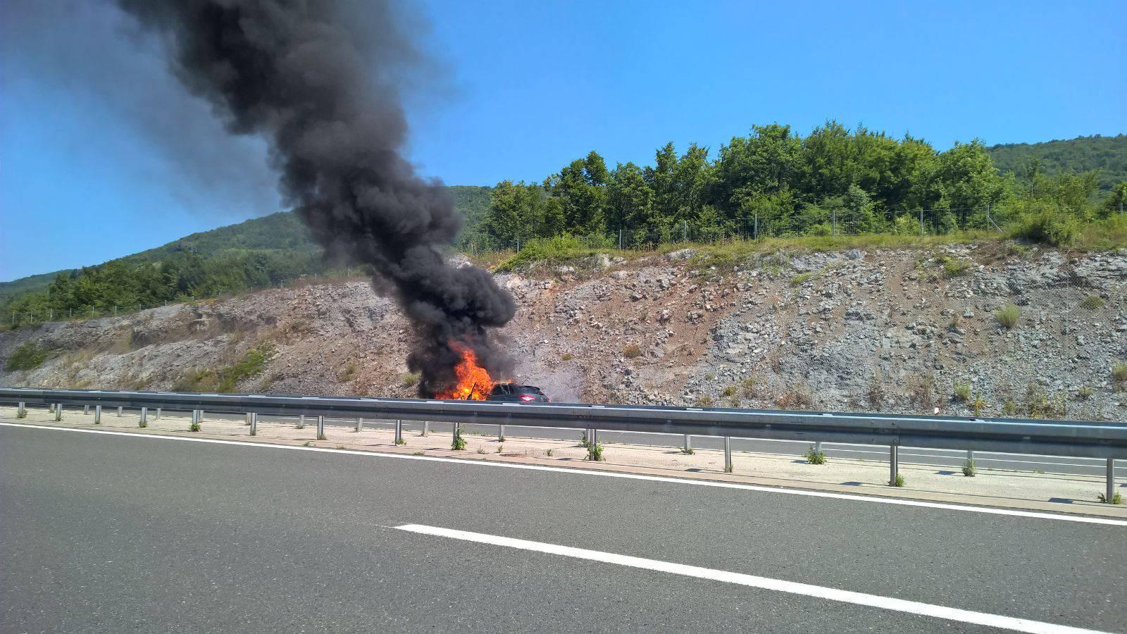 Planuo auto na autocesti A1: Citroen C4 je potpuno izgorio