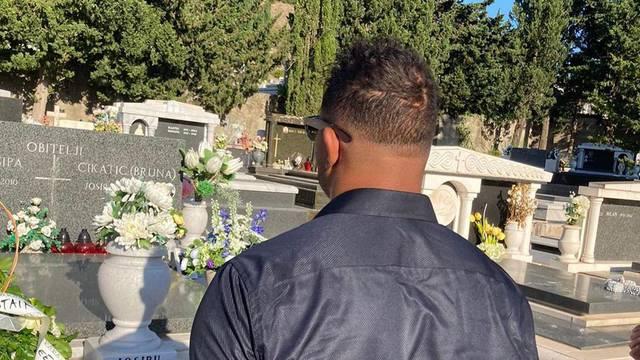 Overeem je posjetio Cikatićev grob: Nevjerojatnu legendu smo izgubili, počivaj u miru...