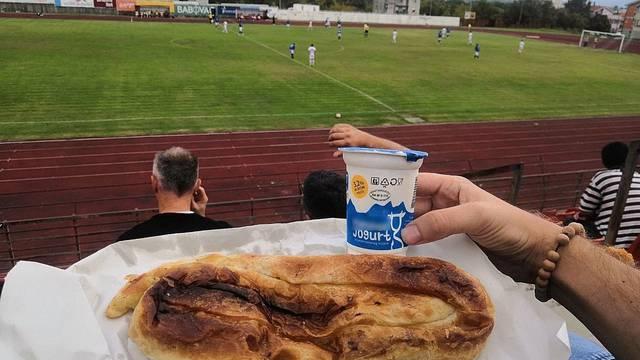 A što će ti više? Burek, jogurt i radost nogometa u Hercegovini