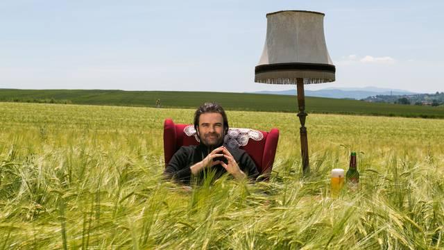 Novi TV spot za Karlovačko snimljen u poljima ječma