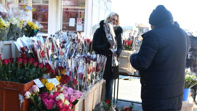Šibenik: Ponuda cvijeća za Valentinovo