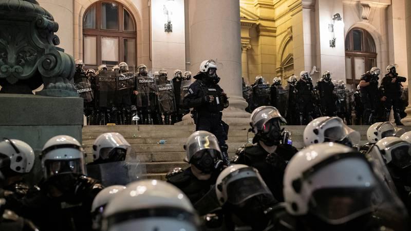 Na ulicama Beograda oko  200 ljudi, policija je kod Skupštine