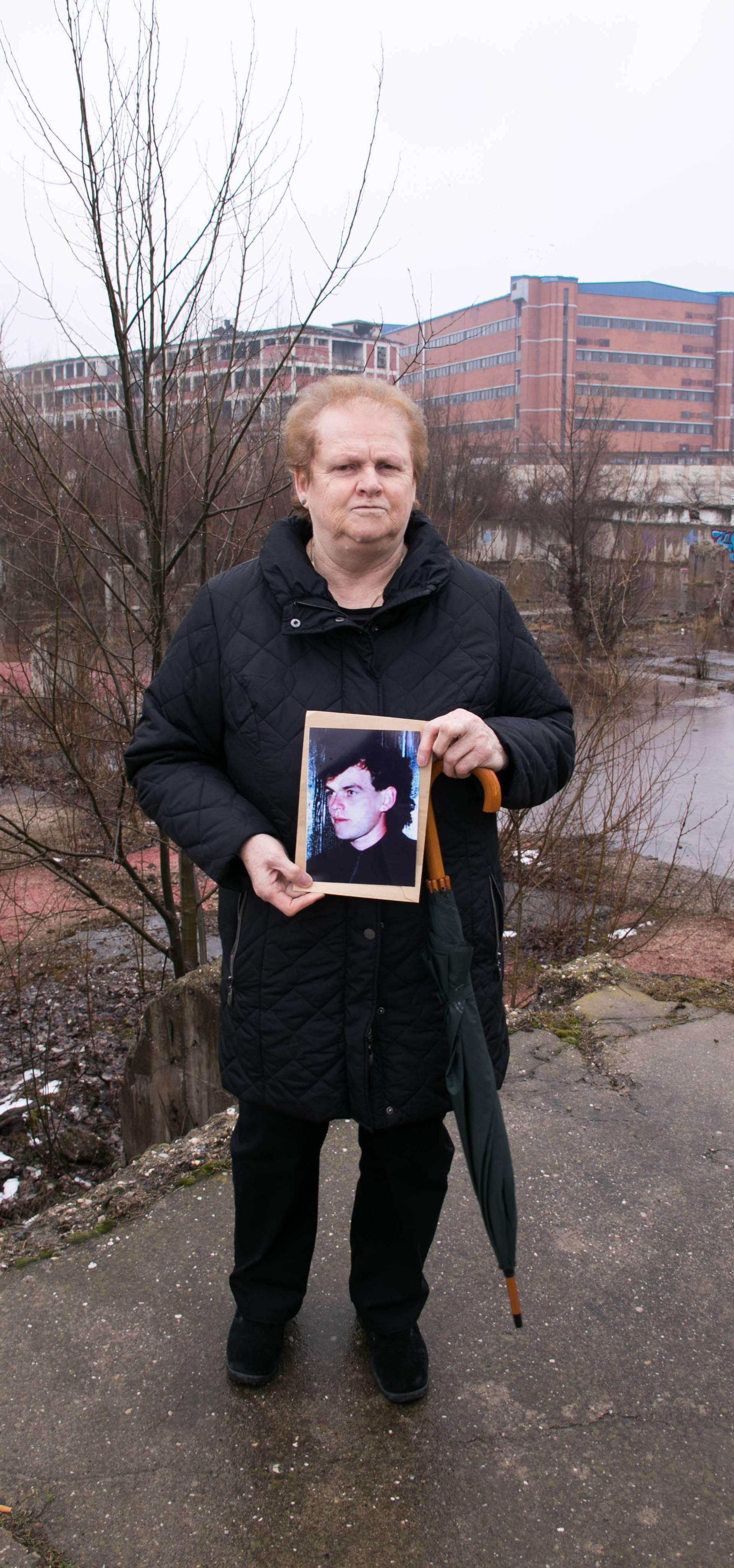 """""""Znam gdje je moj sin ubijen, rekli su mi: Tu je Miro ležao..."""""""