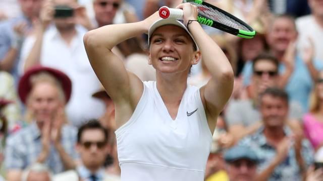 Halep pomela Serenu! Uzela je prvi Wimbledon za 55 minuta