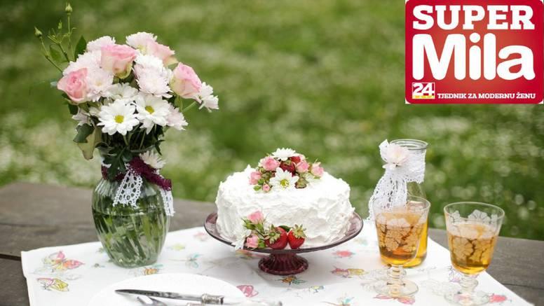 Anina slatka poezija: Proljetna torta od jagoda i mascarponea