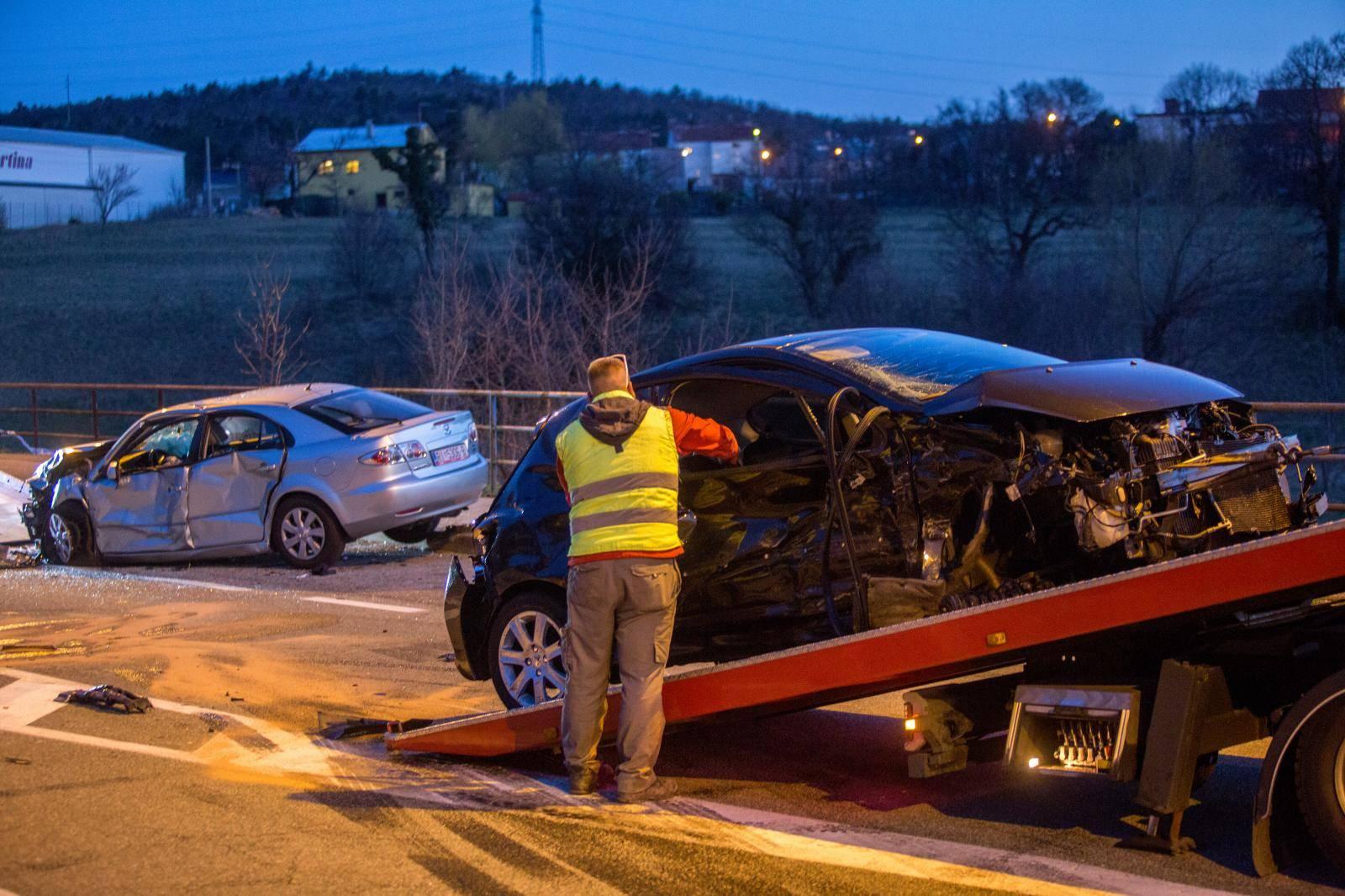 Kukljanovo: Šest osoba ozlijeđeno u sudaru dva osobna automobila