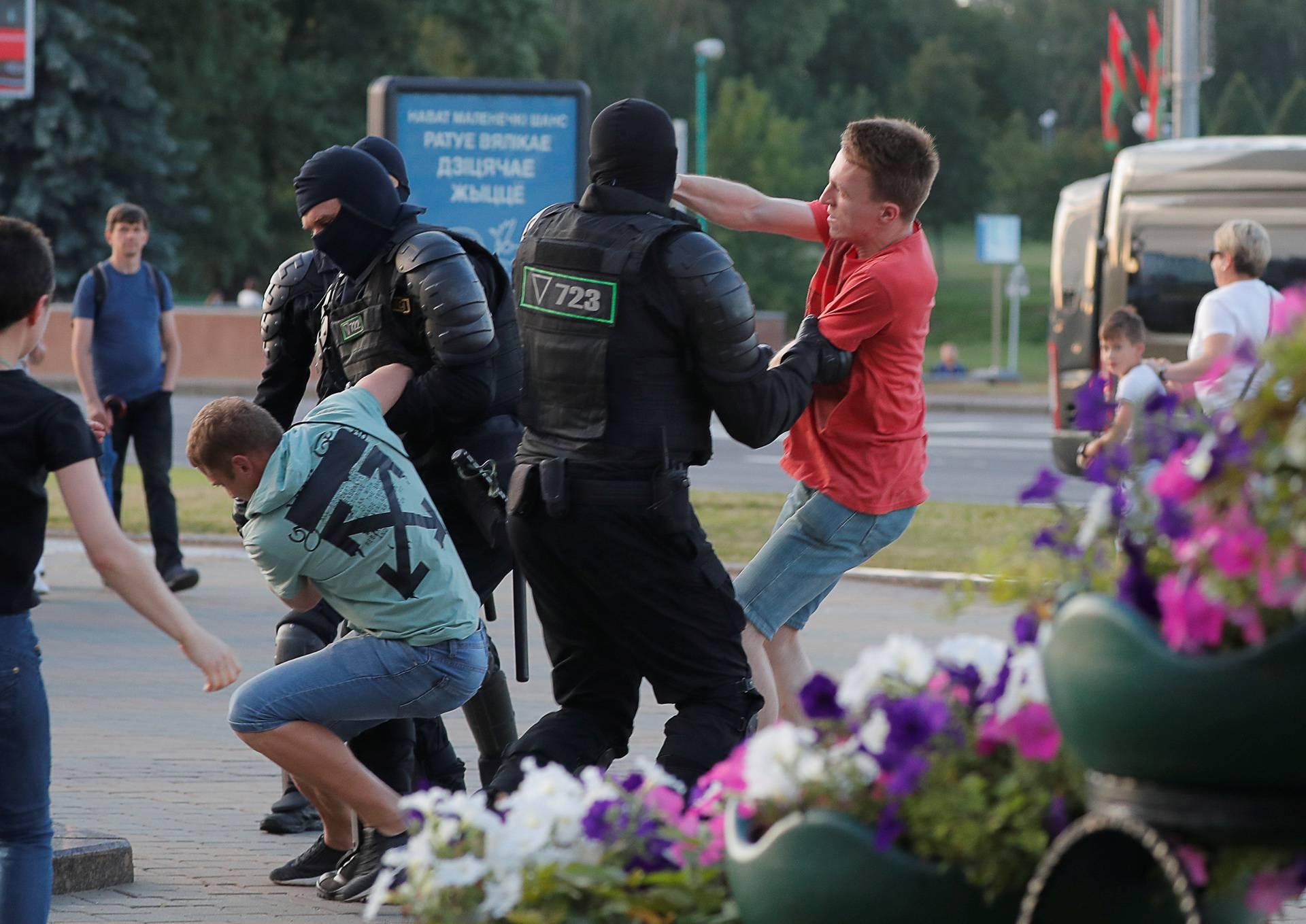Bjelorusija: Drugi dan za redom prosvjedi na ulicama Minska