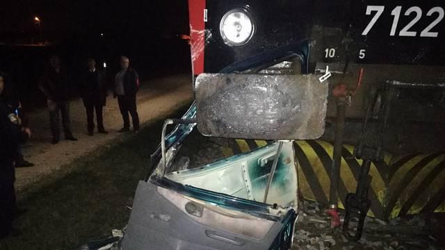 Poginuo na pružnom prijelazu: Na njegov auto naletio je vlak