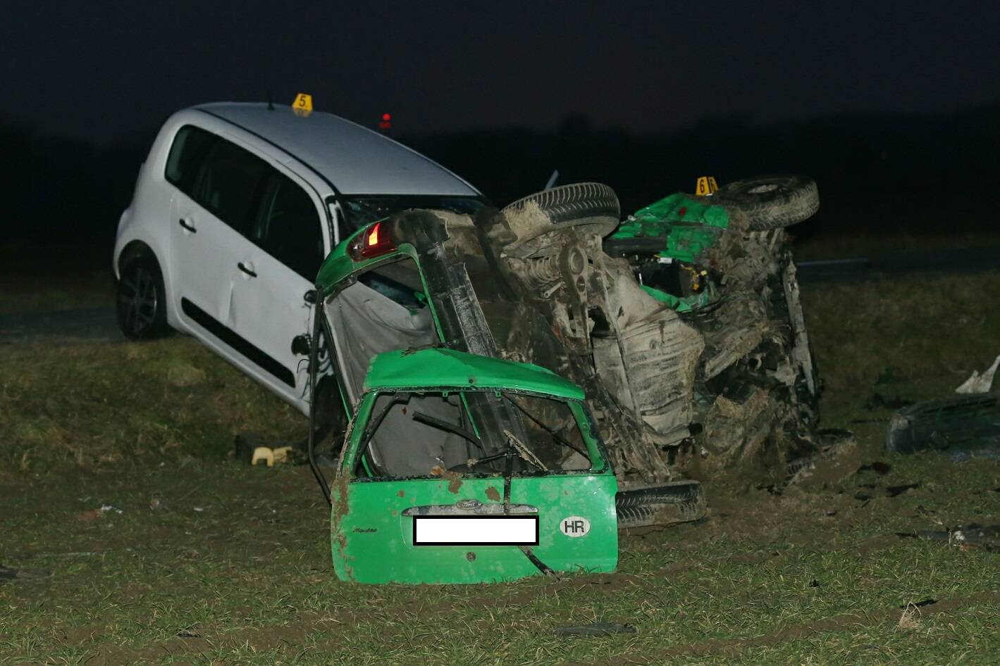 Tinejdžer i mladić poginuli su u prometnoj: Auto je smrskan...
