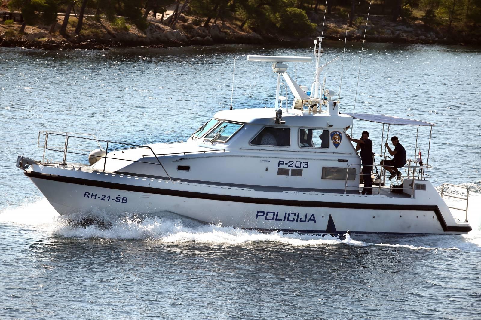 Policijski gliser patrolira šibenskim akvatorijem