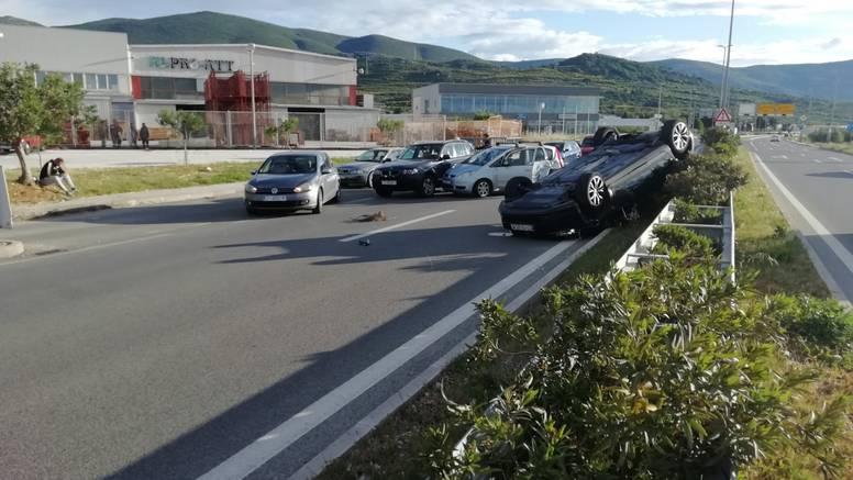 Sudarili su se kod Trogira, jedan auto se preokrenuo na krov...