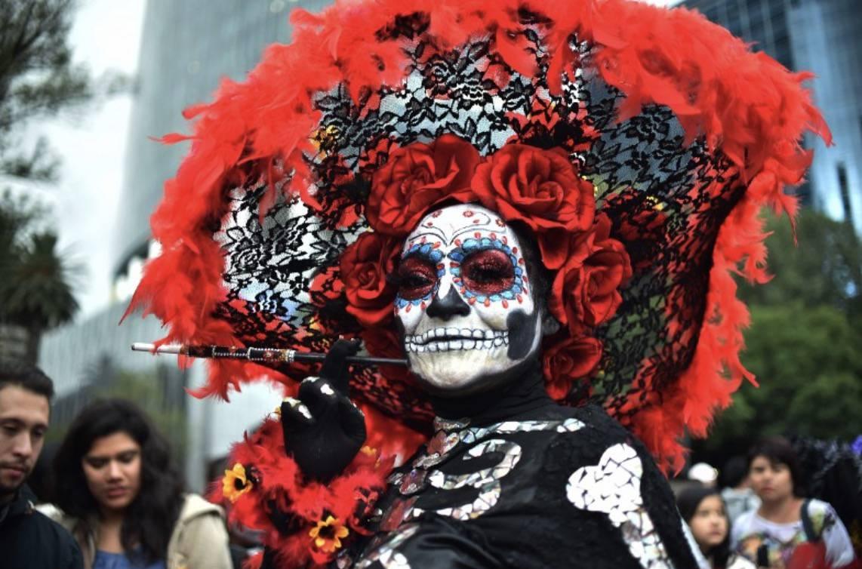 Tisuće Meksikanaca paradiralo ulicama u kostimima kostura