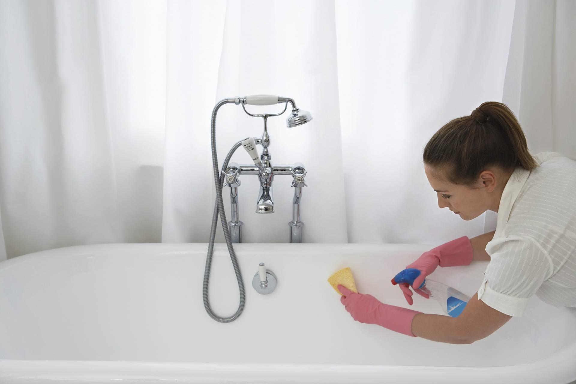 'Ovaj čudesan trik za čišćenje kade naučio me grozni stanodavac koji nije trpio mrlje'