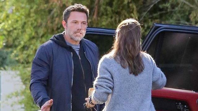 Ben Affleck and Jennifer Garner have a tense conversation outside her house