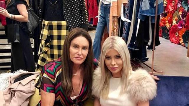 Poduzetnica (24) negira da je s Jenner (70): 'Kao mama mi je'