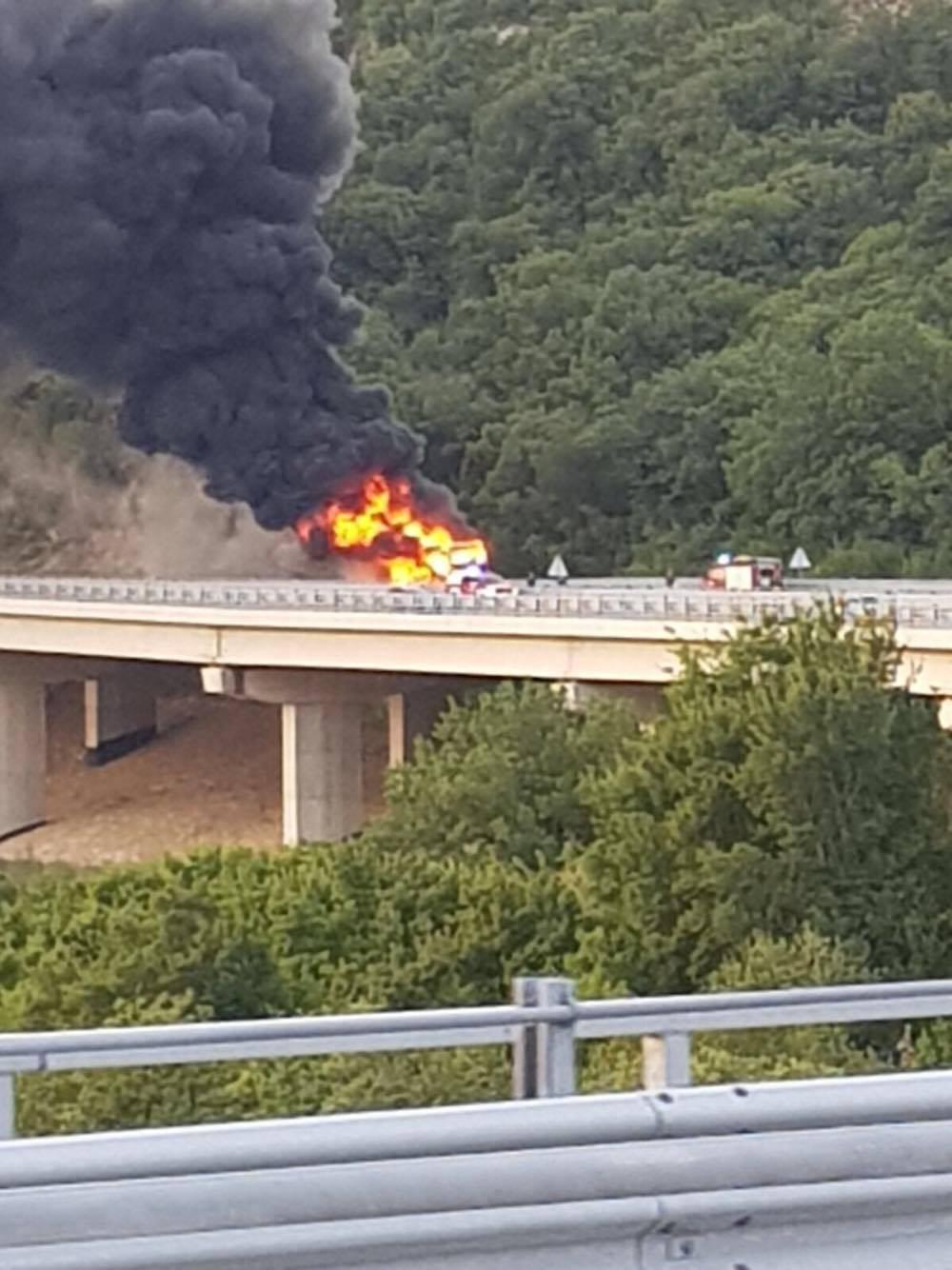 Izgorio Autotransov autobus: 'Nitko od putnika nije stradao'