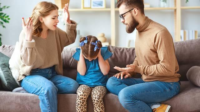 Kako prepoznati i prihvatiti da je jedan od roditelja 'toksičan'