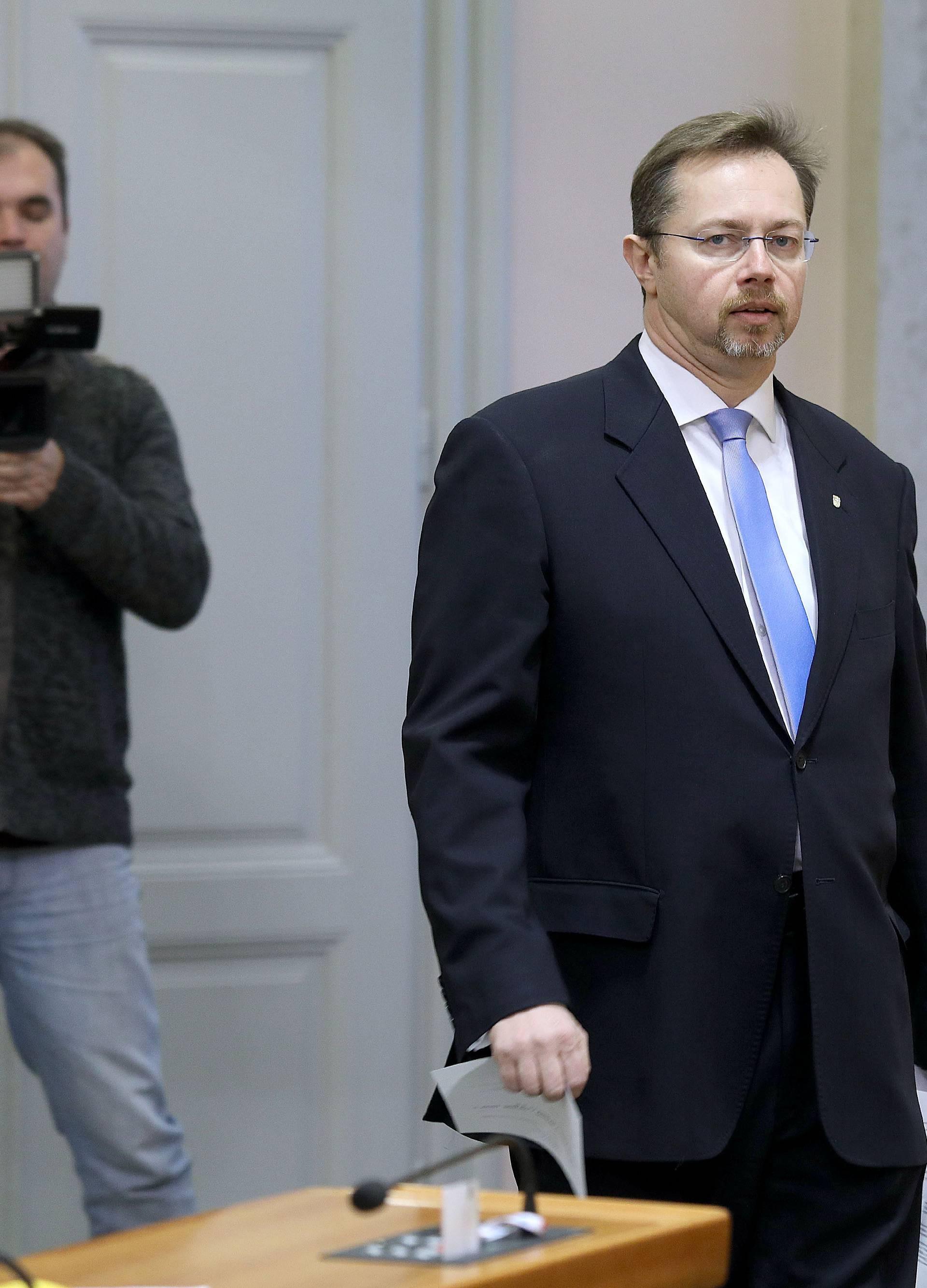 Varga: Kujundžić je vrhunski liječnik, ali je loš ministar...