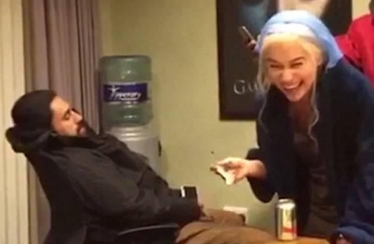 Daenerys je i kraljica spački: Evo kako je 'podvalila' kolegi