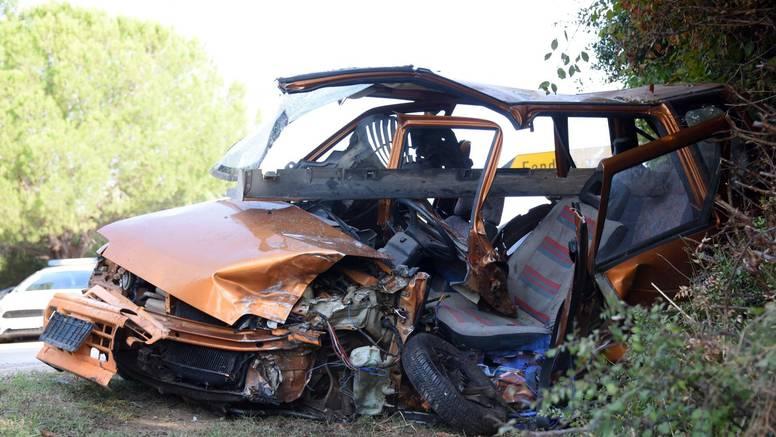 VIDEO Teška prometna nesreća kod Pule: Dvoje ljudi u bolnici