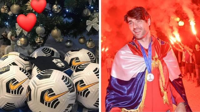 Bravo, Čarli! Nogometašima iz Istre donirao je sedam lopti...