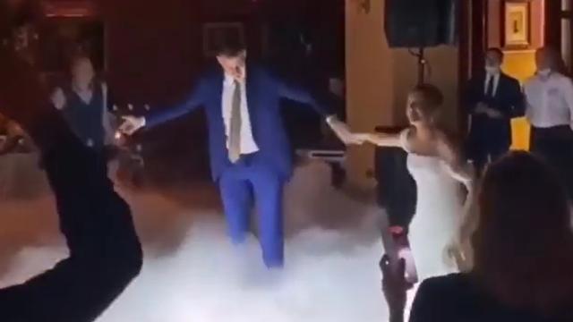 Ringišpil na parketu, ringišpil na vjenčanju: Jokić i supruga zaplesali uz Đorđa Balaševića