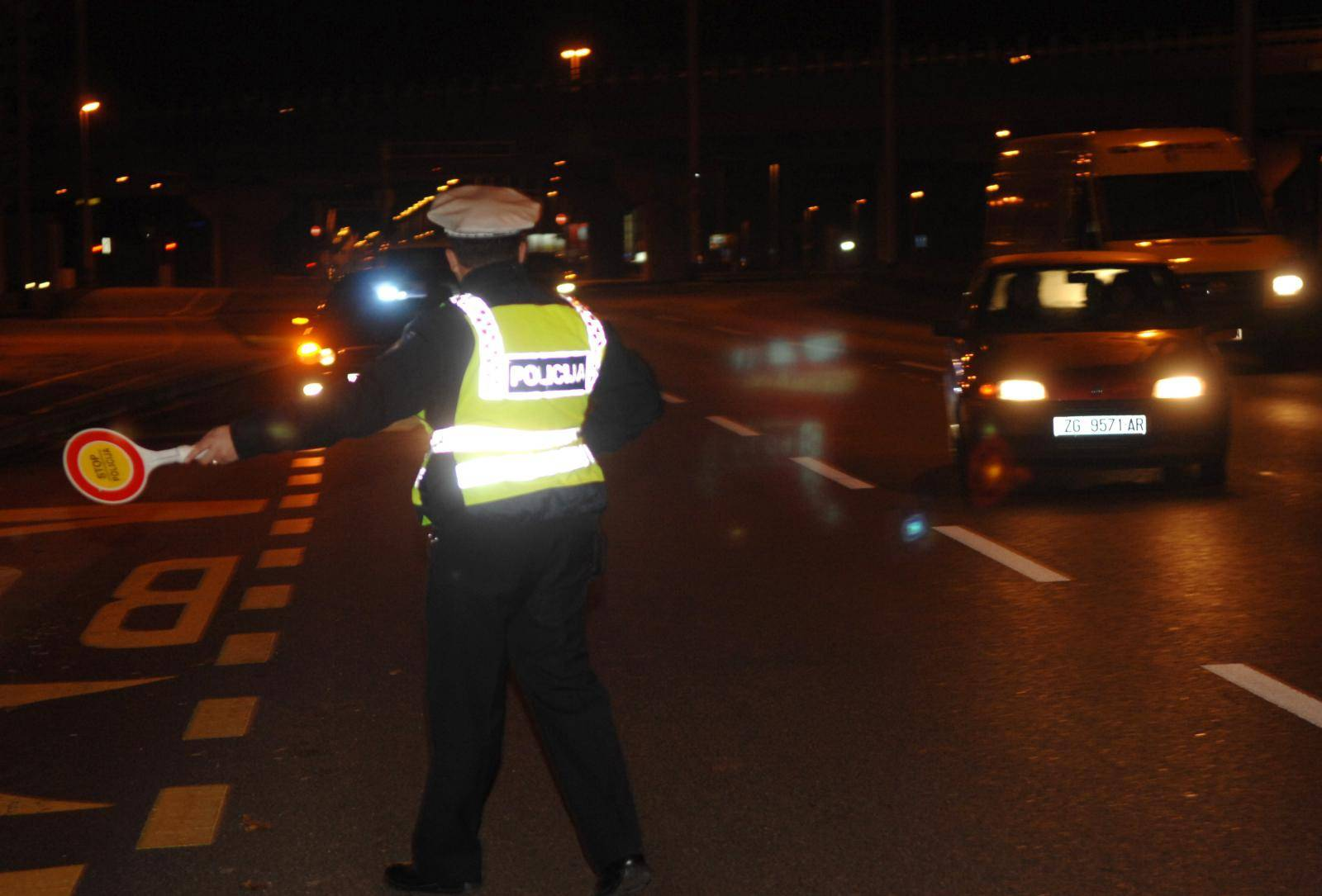 Pijana djevojka bez vozačkog ispita naletjela na stup pa je kažnjena s preko 20.000 kuna