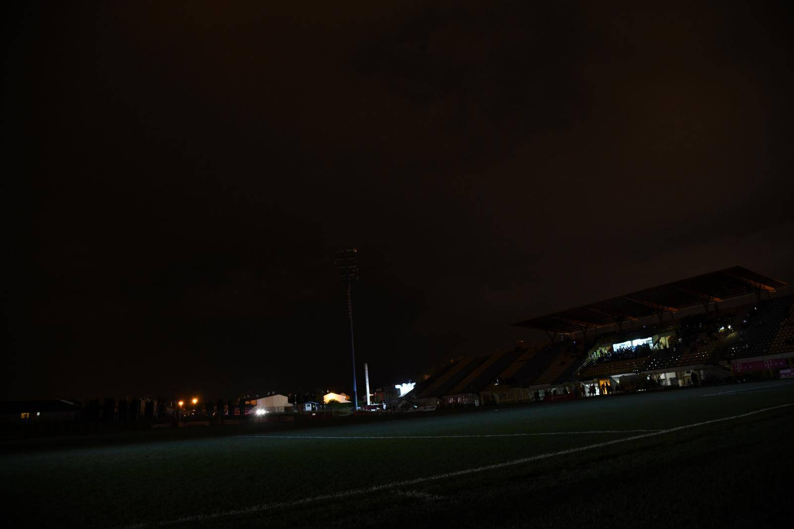 Zaprešiæ: Dolazak olujnog nevremena rezultirao nestankom struje  tijekom utakmice HNL-a
