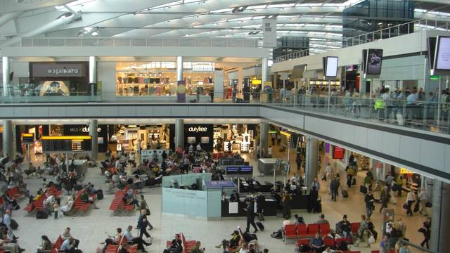 Kao iz filma Terminal: Živi na londonskom aerodromu i čeka