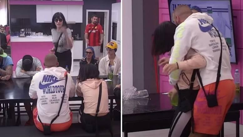 Milica (17) napala Denise, htjela ju udariti pa ju gađala bocama i čašama: 'Gadiš mi se Mensure'