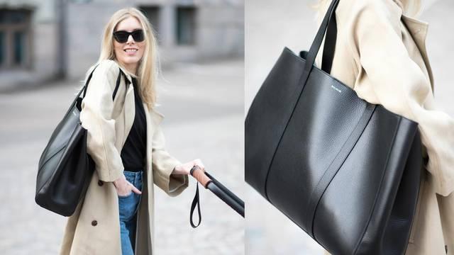 Bež baloner i ogromna crna torba za mladu stylish mamu