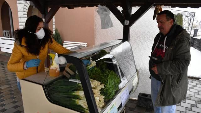 Gornja Vrba: OPG Todorović povrće namijenjeno tržnici prodaje na kućnom pragu