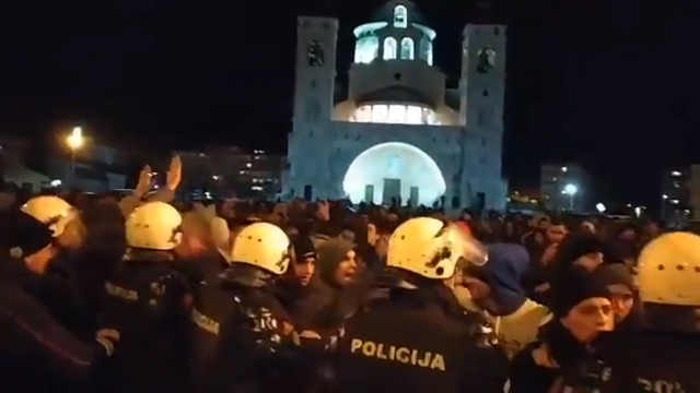 Novi prosvjedi u Crnoj Gori: Jedan policajac teško ozlijeđen