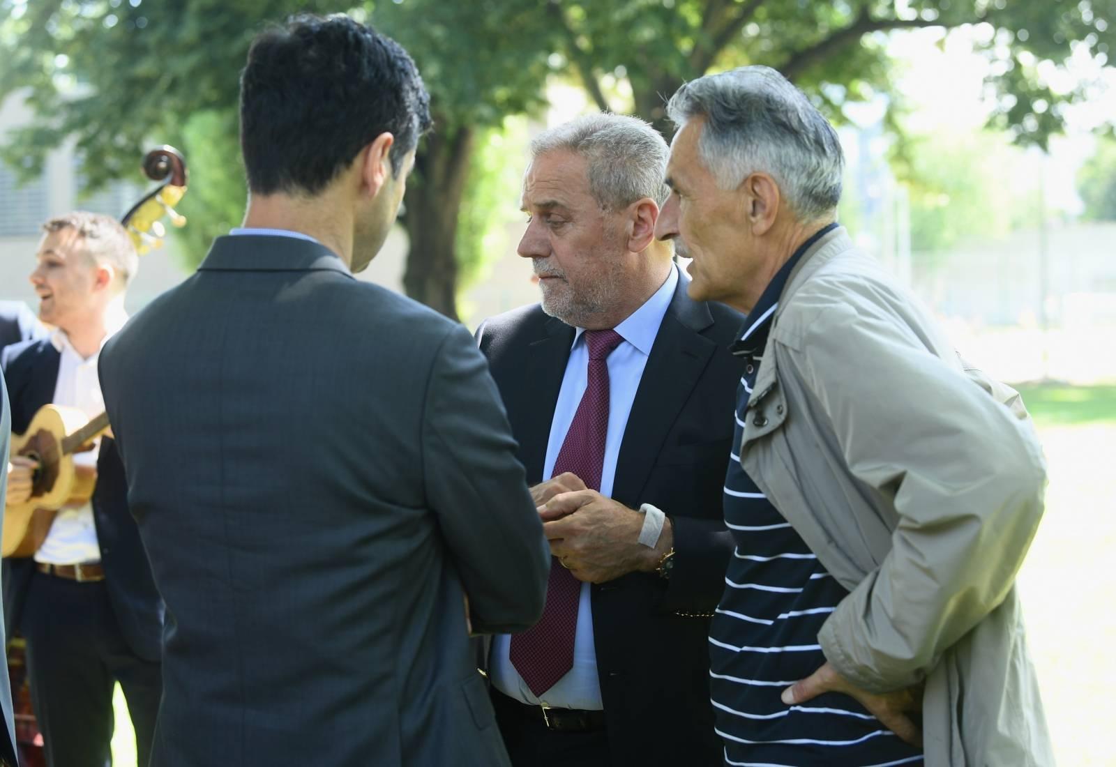 Zagreb: Gradonačelnik Bandić jutros je bio na Rebru te mu je na ruci ostao flaster