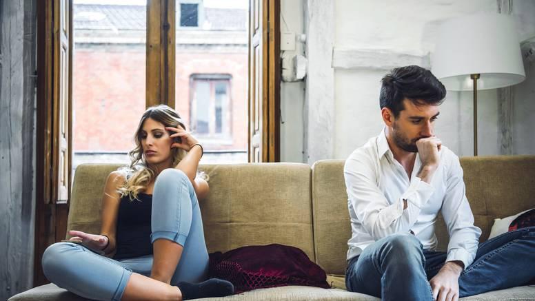 Zašto se parovi toliko često svađaju oko kućanskih poslova?