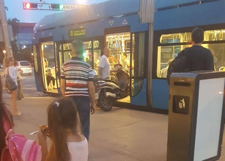 Ako ti nemaš benzina, onda naš tramvaj ima struje...