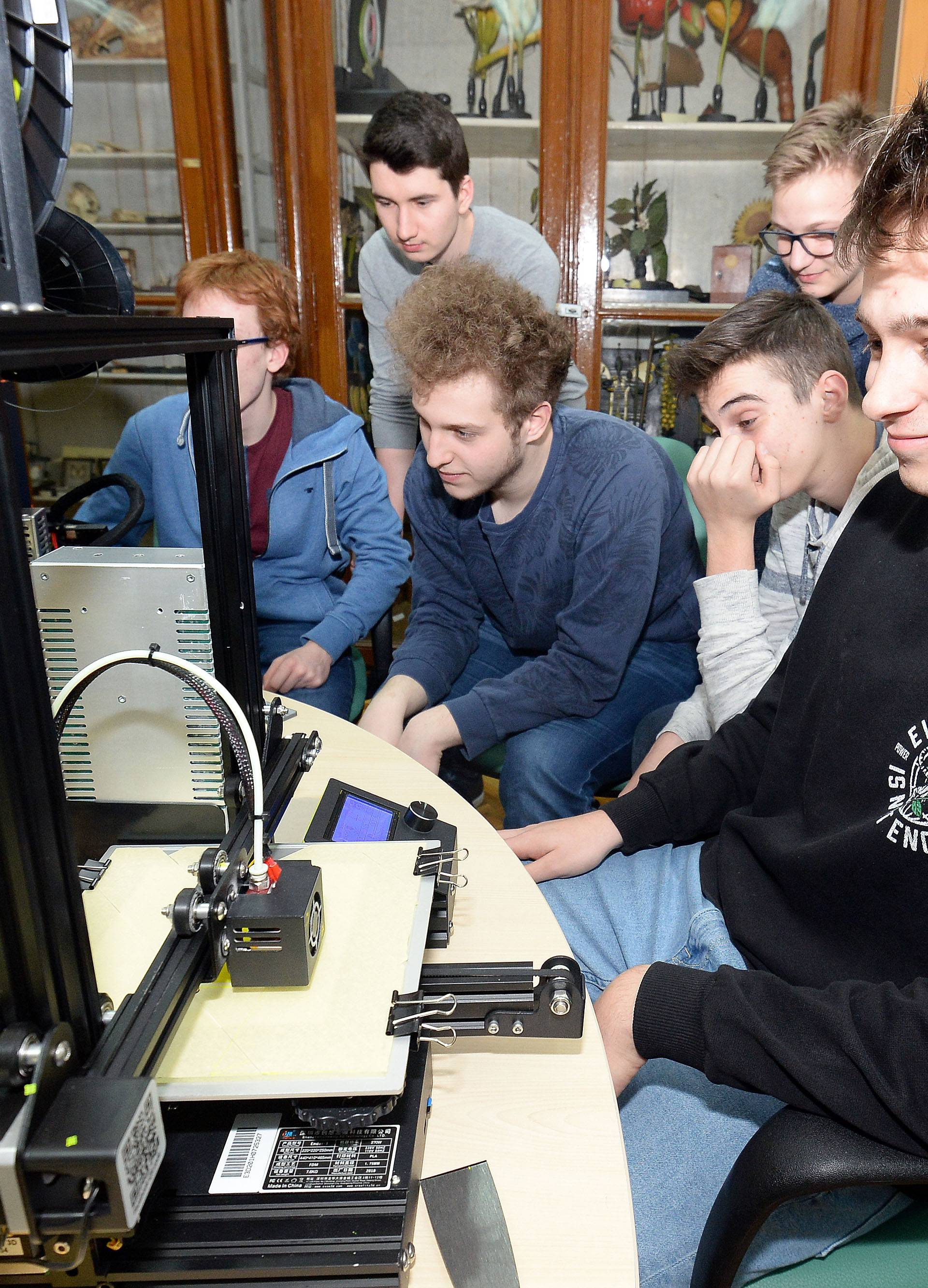 Tržište koje raste: Na tehničke fakultete žele i gimnazijalci!