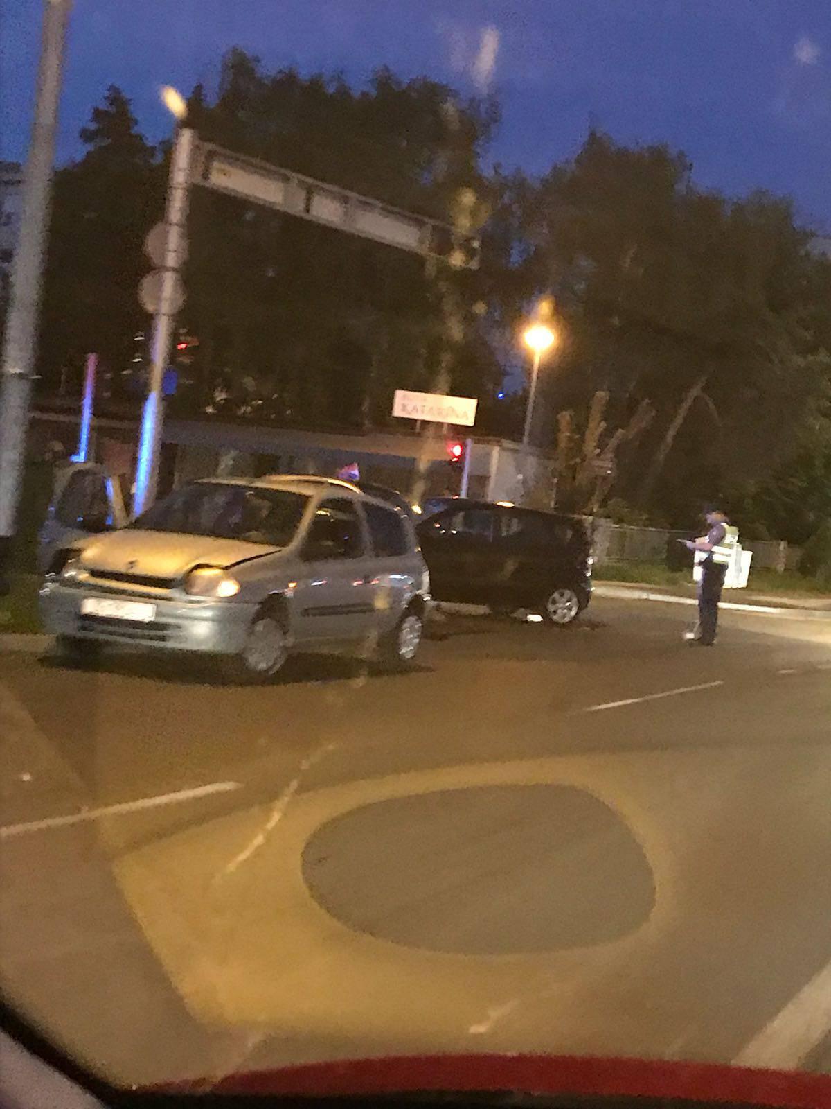 Dvoje ljudi ozlijeđeno u sudaru dva automobila u Sesvetama