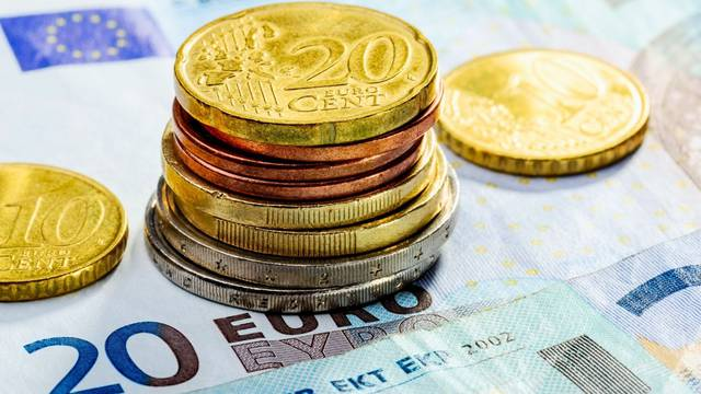 Kad ćemo mijenjati keš i koliko ćemo imati dvije valute? Deset stvari koje morate znati o euru