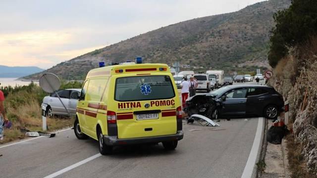 Sudarila se tri auta: Ozlijeđeni su dvoje djece i muškarac