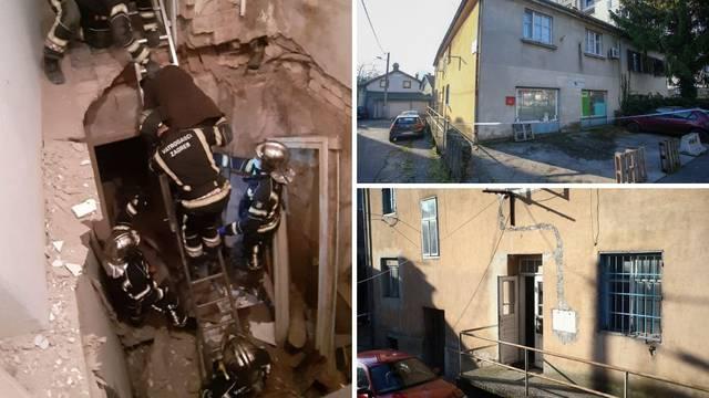 Detalji urušavanja kuće: Strop popucao zbog dotrajalih greda, uspjeli spasiti četvero ljudi i psa