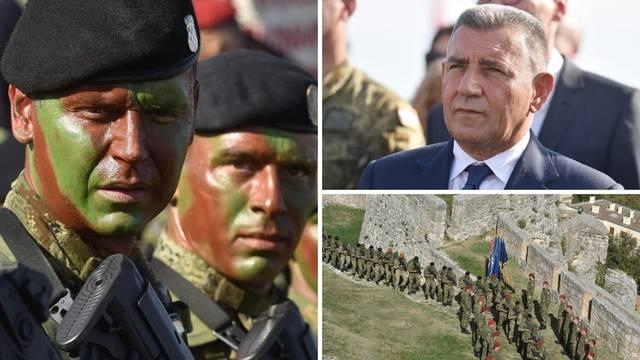 'Usudi se biti vođa!': Gotovina dočekao vojnike usred Knina