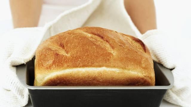 Topao i hrskav kruh s mekom sredinom: Osvježite stari kruh u samo dva lagana koraka