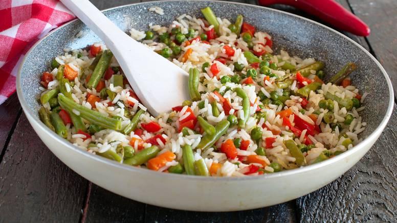 Lagana i zdrava ljetna večera: Hladni šareni rižoto s povrćem