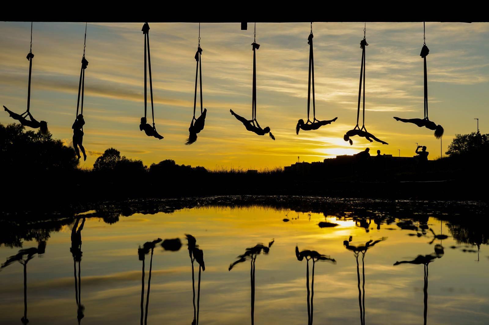 Čarobni ples na svili: Predivne siluete ispod mosta Mladosti
