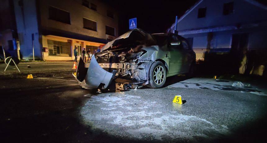 Sudarila se dva automobila, jedan probio betonski zid